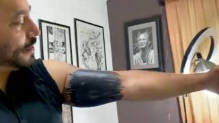 ¡Por fin!: Lupillo Rivera se borra al tatuaje de Belinda 2