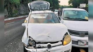 Chocan tres autos en la autopista México-Acapulco, en Cuernavaca 2