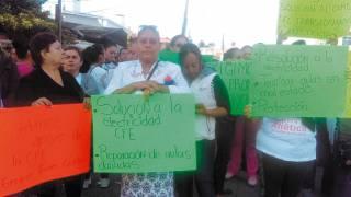 Cierran padres de familia avenida en Cuautla para exigir ayuda para escuela afectada por sismo 19S 2
