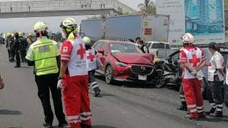 Once heridos y 18 autos dañados deja mega carambola en Cuernavaca 2