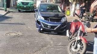 Se impacta motociclista contra auto en Cuernavaca 2