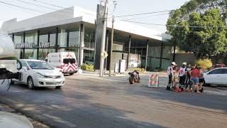Sale pareja herida al chocar en su moto contra pipa en Cuernavaca 2