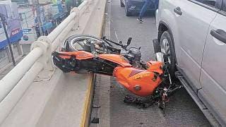 'La libra' motociclista de caer de paso a desnivel en Jiutepec 2