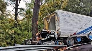 Fallece mujer tras accidente entre tráiler y autobús de pasajeros 2
