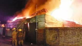 Arrasa incendio con bodega de cartón y plástico en Yecapixtla 2