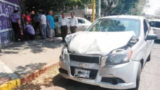 Chocan 3 vehículos y sale una persona lesionada 2