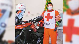 Listo paramédico para ayudar con Unidad de Primer Contacto 2