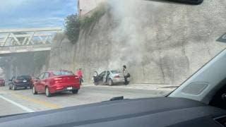 Se incendia un auto en el Paso Express Cuernavaca 2