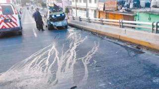En Jiutepec, vuelcan polis en una patrulla 2