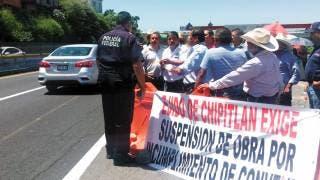 Bloquean ejidatarios obras en Puente Apatlaco; afectan vialidad en autopista