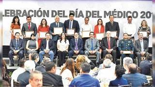 Entrega Cuauhtémoc Blanco reconocimientos a 12 médicos 2