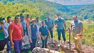 Revisa alcalde afectaciones por lluvias en Coatlán del Río 2