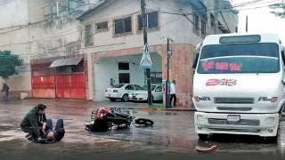 Embiste Ruta 2 a una pareja de policías de la PIBA, en Cuernavaca 2