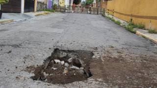 Crece socavón en la calle 4 de Flores Magón, Cuernavaca; temen vecinos un hundimiento mayor 2