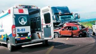 Muere mujer en la Autopista Siglo XXI tras ser impactada por tráiler 2