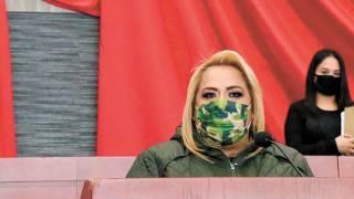 Llama Tania Valentina a autoexplorarse las mamas 2