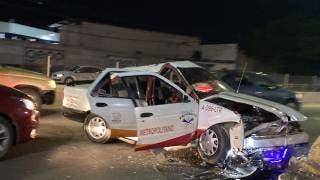 Desbaratan un taxi en bulevar Cuauhnáhuac, Jiutepec; hay 3 heridos 2