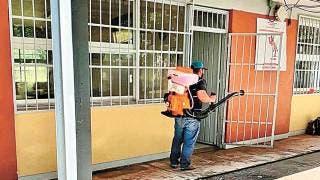 Desinfectan escuelas de la zona sur de Morelos 2