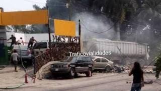 Impacto de tráiler deja un muerto y a mujer con graves quemaduras en Oaxtepec 2