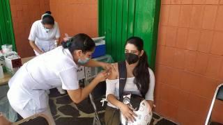 Aplican segundas dosis a jóvenes de 18 a 29 años en Jiutepec 2