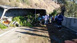 Cierran por volcadura de camión la autopista México-Cuernavaca 2