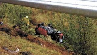 Vuelcan auto y salen 2 personas lesionadas en Huitzilac 2
